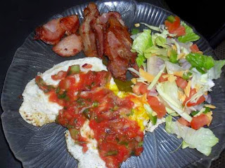 Low-Carb Breakfast: Eggs with Salsa, bacon, and salad