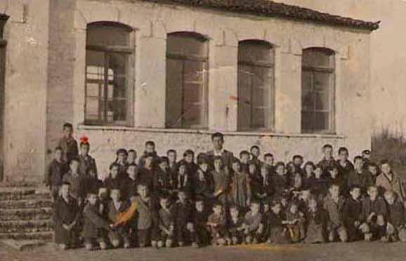 Σε χωριό της Μουργκάνας λειτουργεί συνεχώς από το 1860 το μοναδικό δημοτικό σχολείο, που απέμεινε στην ευρύτερη περιοχή