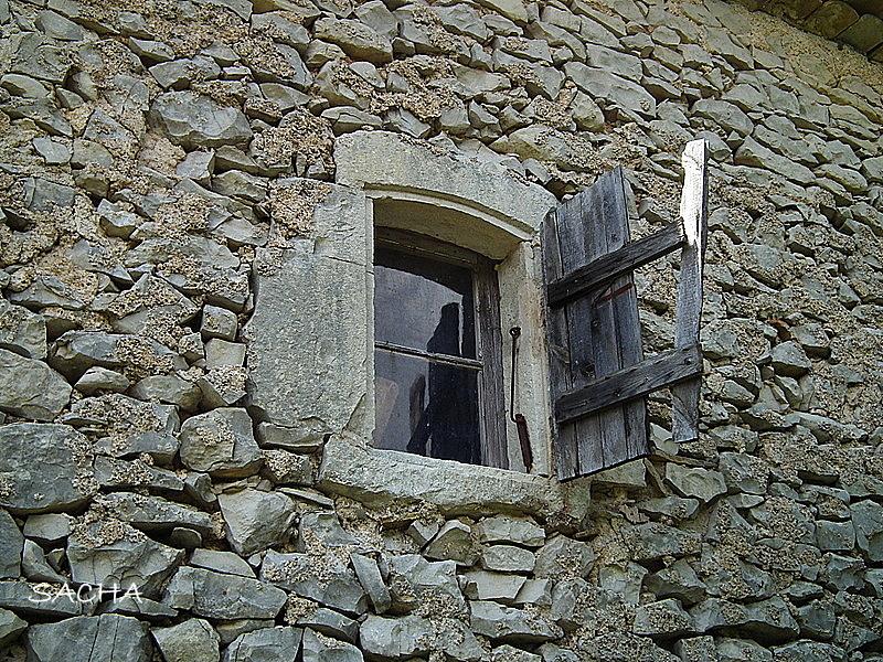 chemins et jardins le vieux redortiers village abandonn des alpes de haute provence. Black Bedroom Furniture Sets. Home Design Ideas