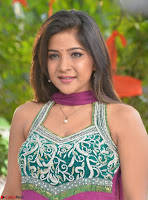 Actress Sakshi Agarwal in Tamil movie Jeyikkira Kuthira 003.jpg