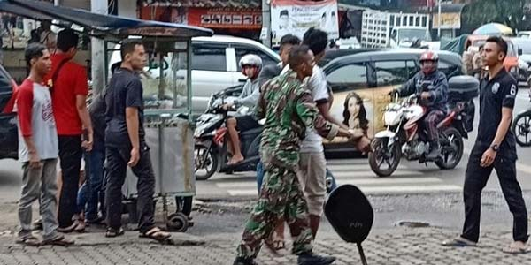 Satu Anggota TNI yang Dikeroyok Tukang Parkir Ternyata Paspampres