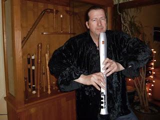 Volker Kuinke et sa flûte électrique Elody / photo :