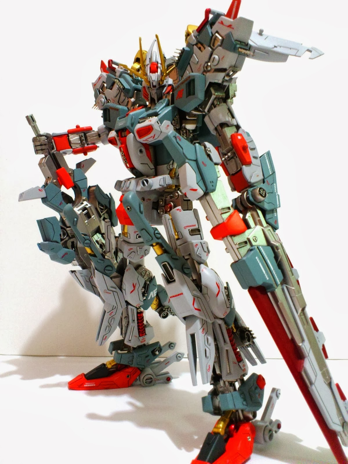 Custom MG S Gundam modelled by Krescenhaze photo