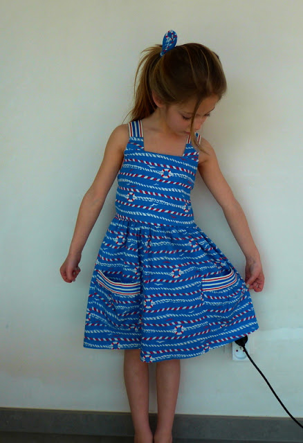 Eryn's garden party dress, Lieveke en zus
