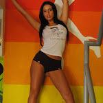 Andrea Rincon – Selena Spice – Sexy Top Blanco y Tanga Negra Foto 2
