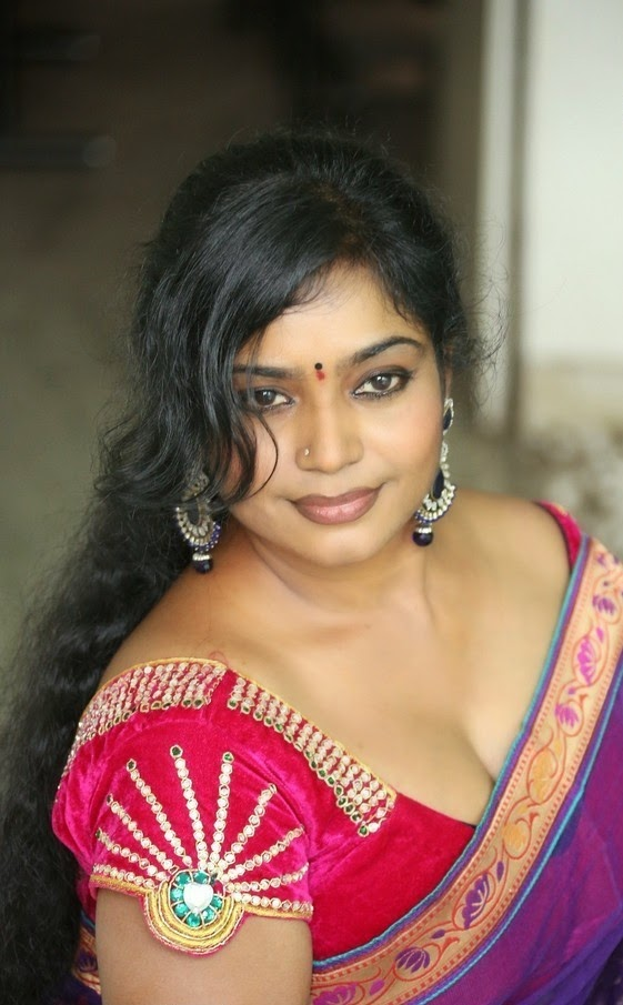 cleavage boobs aunty saree transparent porn
