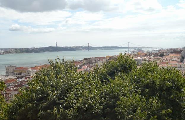 Panorama sul Tago dal castello di Lisbona