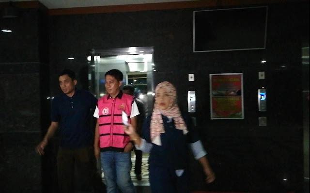 Kado Hari Anti korupsi dari Kejati Sulsel, Tahan Tersangka Rekanan Kasus Dugaan Korupsi Lampu Jalan Polman