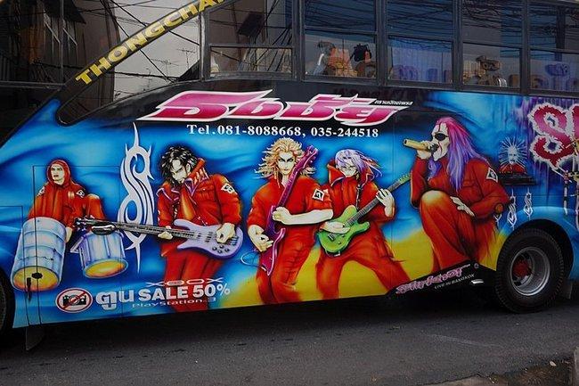 Рисунок рок группы на автобусе