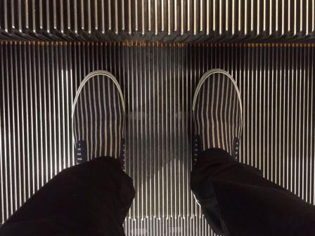 Sepatu dan Eskalator