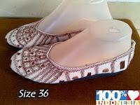 http://www.bajubalimurah.com/2012/05/sepatu-bordir-no-36.html