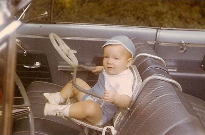 20 Vintage Pictures Of 'Awkward' Old-School Parenting