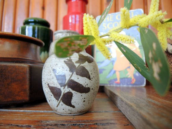 katiecrackernuts.blogspot.com || free pottery bud vase and first spray of wattle