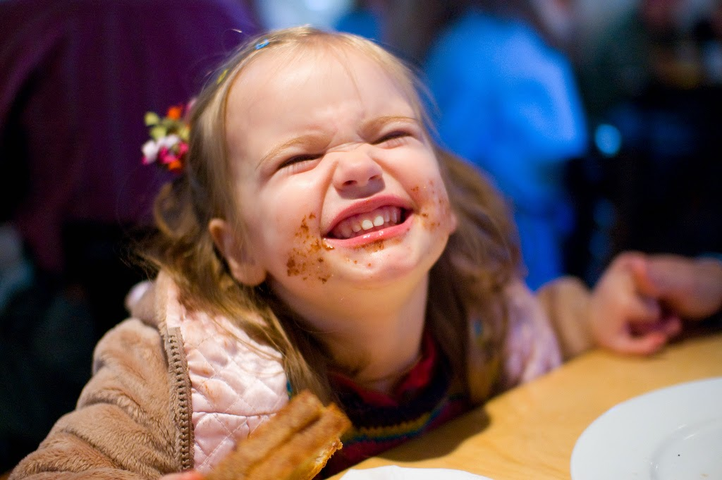 funny list of headlines from every mom's trip to a restaurant by Robyn Welling @RobynHTV