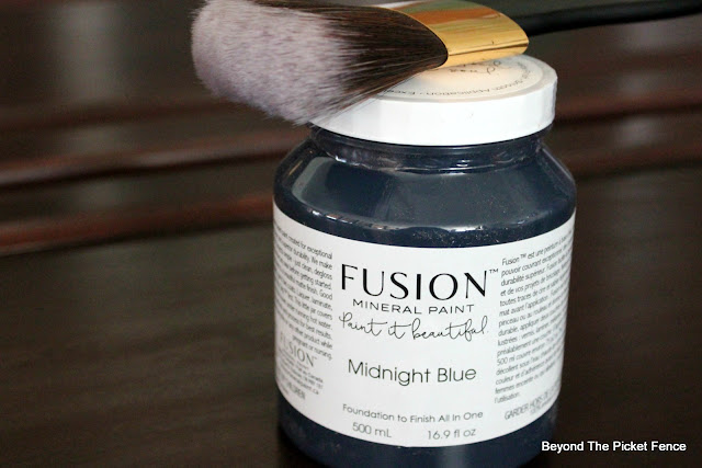 Use Fusion Mineral Paint to Paint Cupboards
