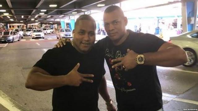 El pelotero cubano Alfredo Despaigne arribó el viernes en la tarde a la ciudad de Miami y Héctor Olivera fue a recibirlo