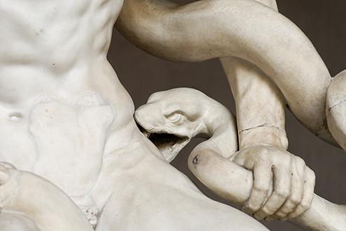 laocoonte-y-sus-hijos-comentario-escultura-griega-historia-analisis-mito-grupo-laoconte-detalle-serpiente