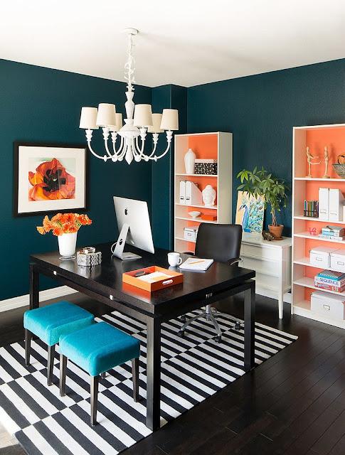 Desain Interior Cat Rumah Warna Orange dan hitam putih