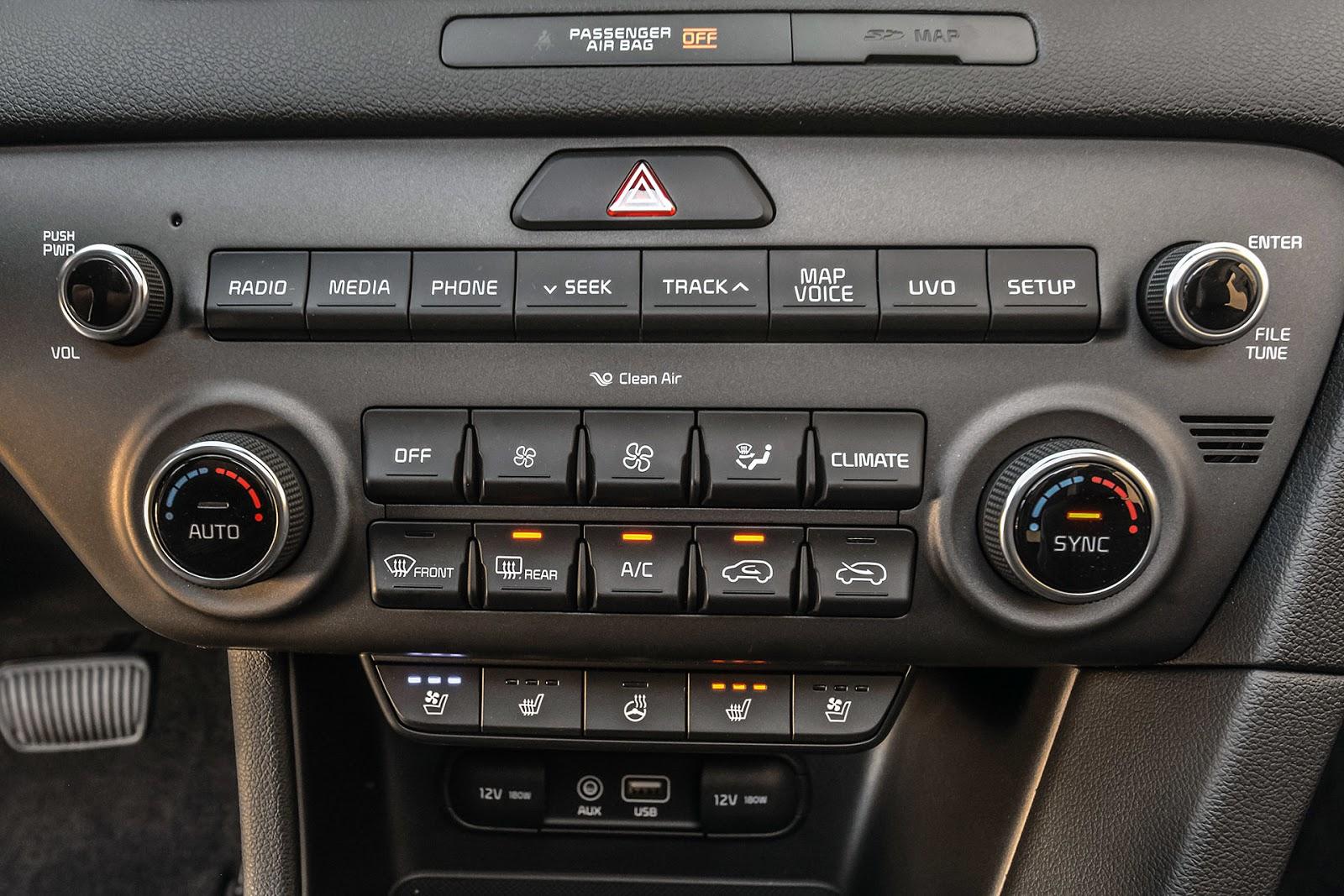 Nhiều chức năng, chế độ trong xe chỉ cần một nút bấm là xong
