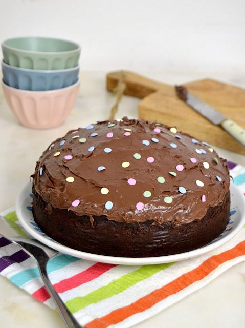 Bizcocho de chocolate jugoso ¡Y muy fácil de preparar!