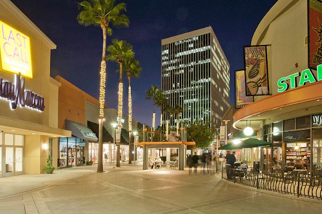 Compras no The Outlets At Orange nas proximidades de Anaheim