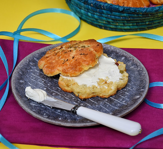 scones parmesan citron confit olives tomates