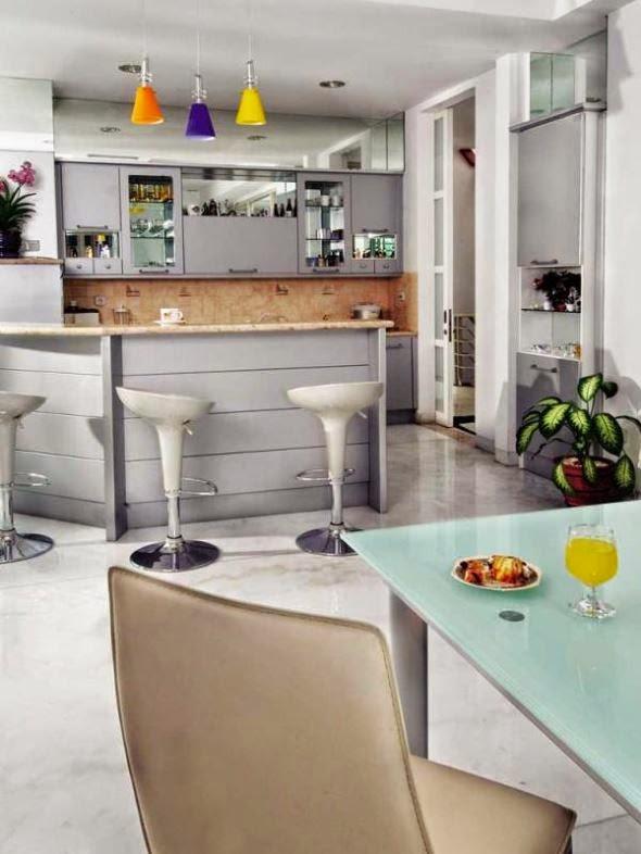 Contoh dapur kering dan meja makan yang nyaman dan moderen