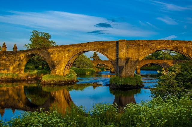 lovers walk bridge