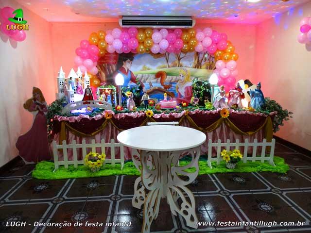 Decoração de festa A Bela Adormecida - Festa infantil - Mesa decorada tradicional luxo