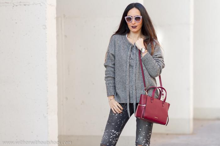 Blogger influences de moda de Valencia con ideas para combinar complementos burdeos granate burgundy