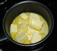 Ghee étape 1 fondre le beurre dans une casserole