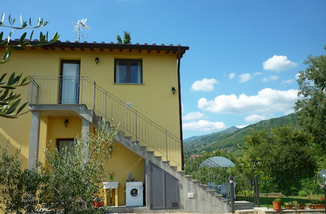 rent apartment in Tuscany with pool private garden