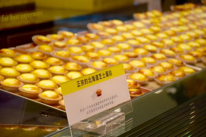 egg tarts in Myeong-dong