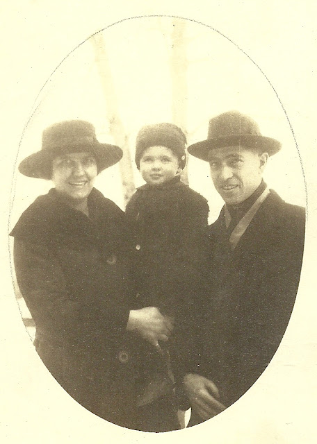 Reuchlin Wright's son, daughter-in-law, and grandson Wilbur