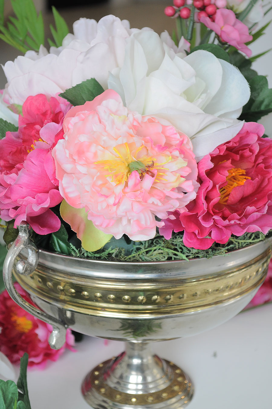 How to DIY a silk or faux floral centerpiece for under $20. Love the colors and florals used- perfect for spring and summer home decor.
