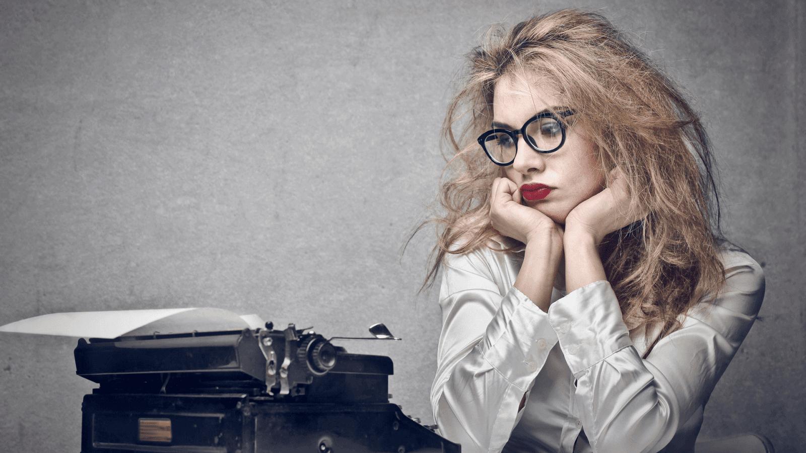 mulher e a máquina de escrever