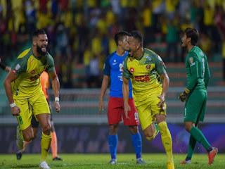 Liridon (kiri) dan Sandro (dua kanan) masing-masing jaring gol untuk Kedah. Foto: Ahmad Zaki Osman