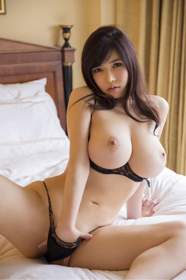 Japanese big boobs nude girl sexy pic