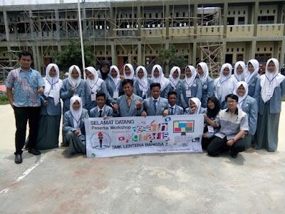 SMK Lentera Bangsa 2 Latih Desain Grafis Siswa SMP
