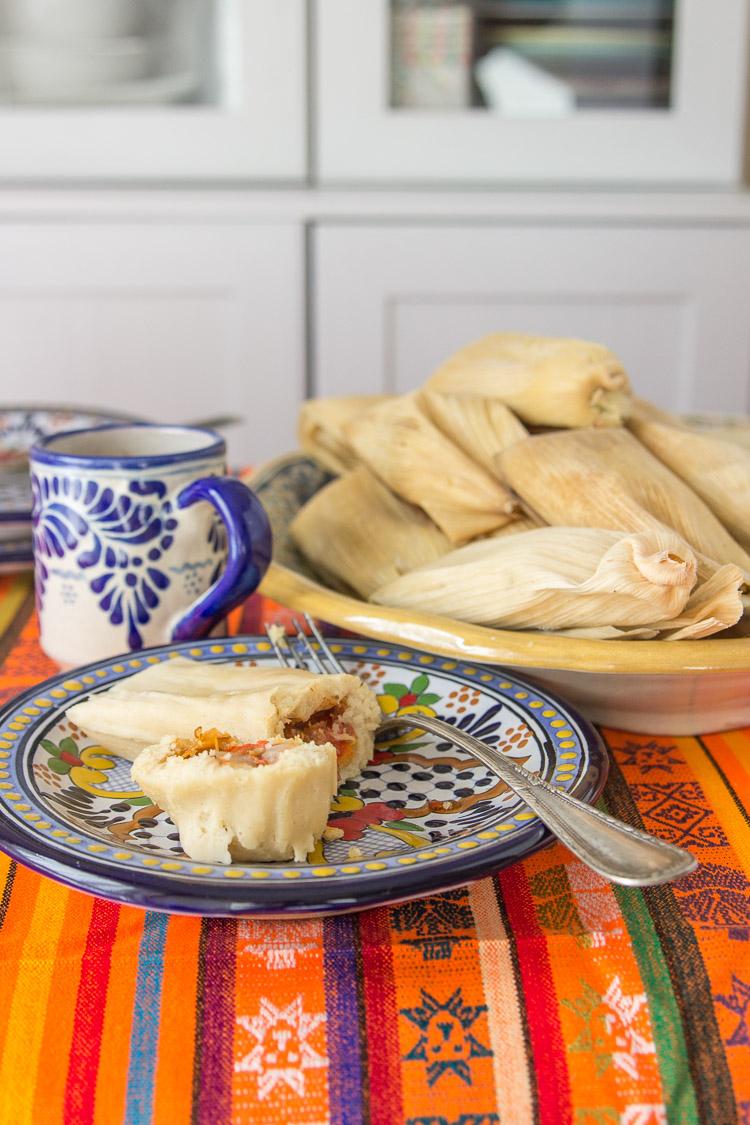 tamales de rajas de chile jalapeño con queso