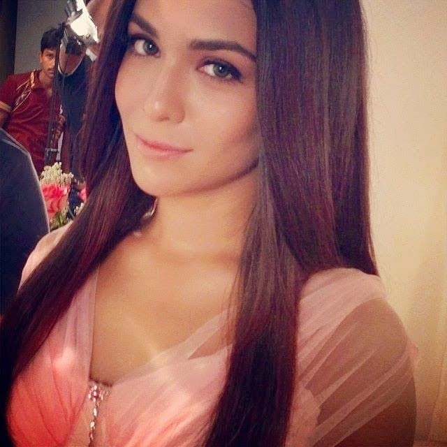 Pakistani Actresses Most Hot Selfie Pictures -9904
