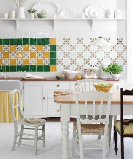 Диазйнерское решение в сочетании узоров и цветов плитки