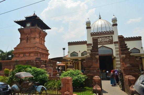 2. Masjid Menara Kudus