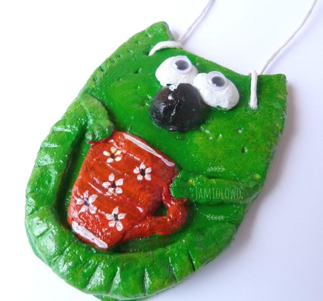 zielony kot z masy solnej