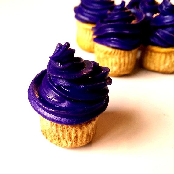 miniatur makanan yang berbentuk kue yang sangat lezat dan nikmat