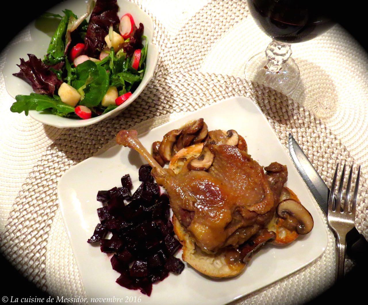 La cuisine de messidor cuisses de canard confites sauce aux champignons minute - Cuisse de canard en sauce ...