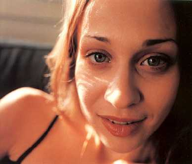 Fiona Apple en la revista japonesa Switch, 1999