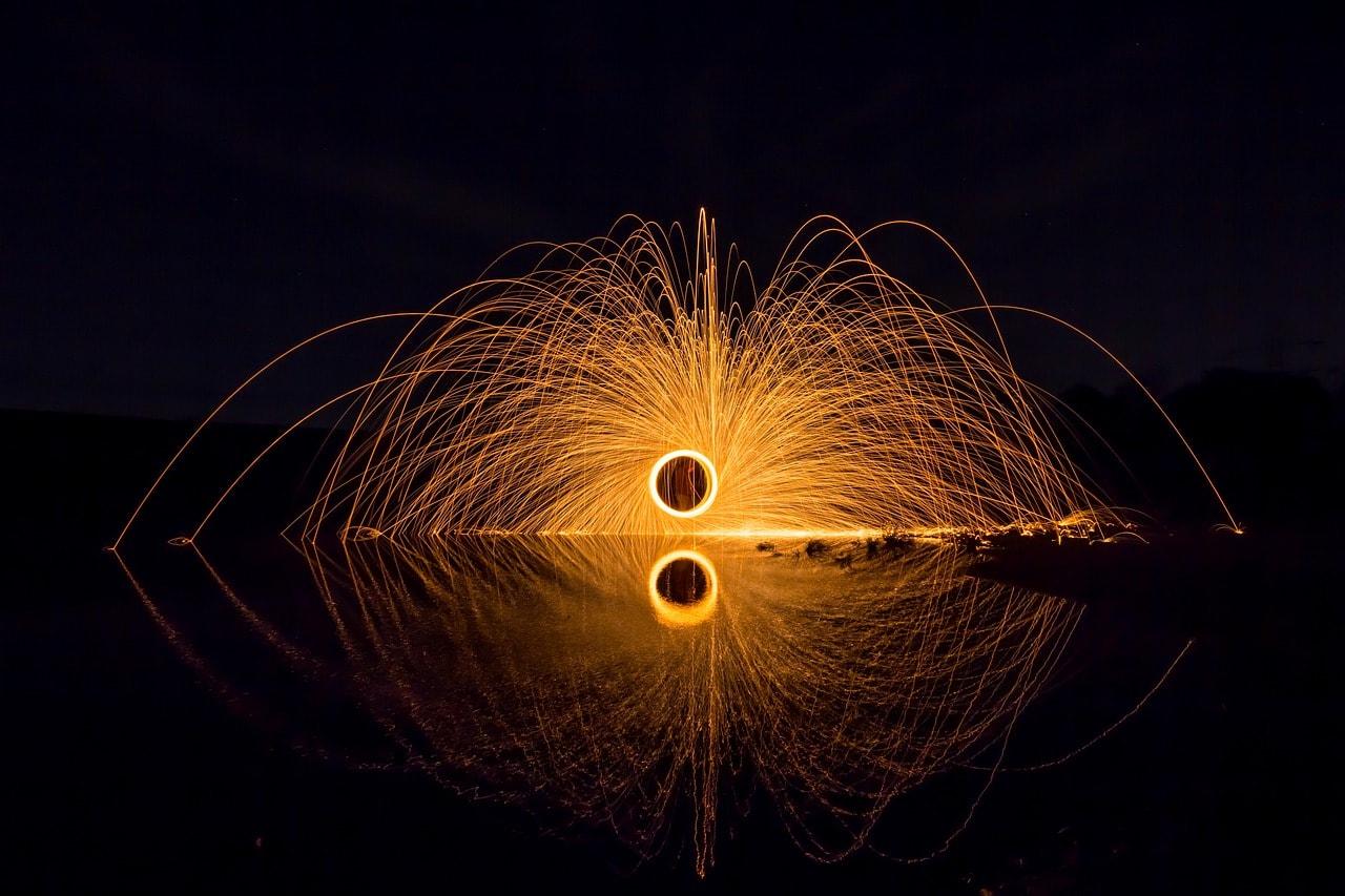 Juego de luces en el agua