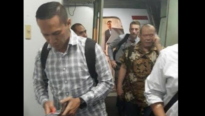 Penampakan La Nyalla saat tiba di Bandara Soekarno-Hatta