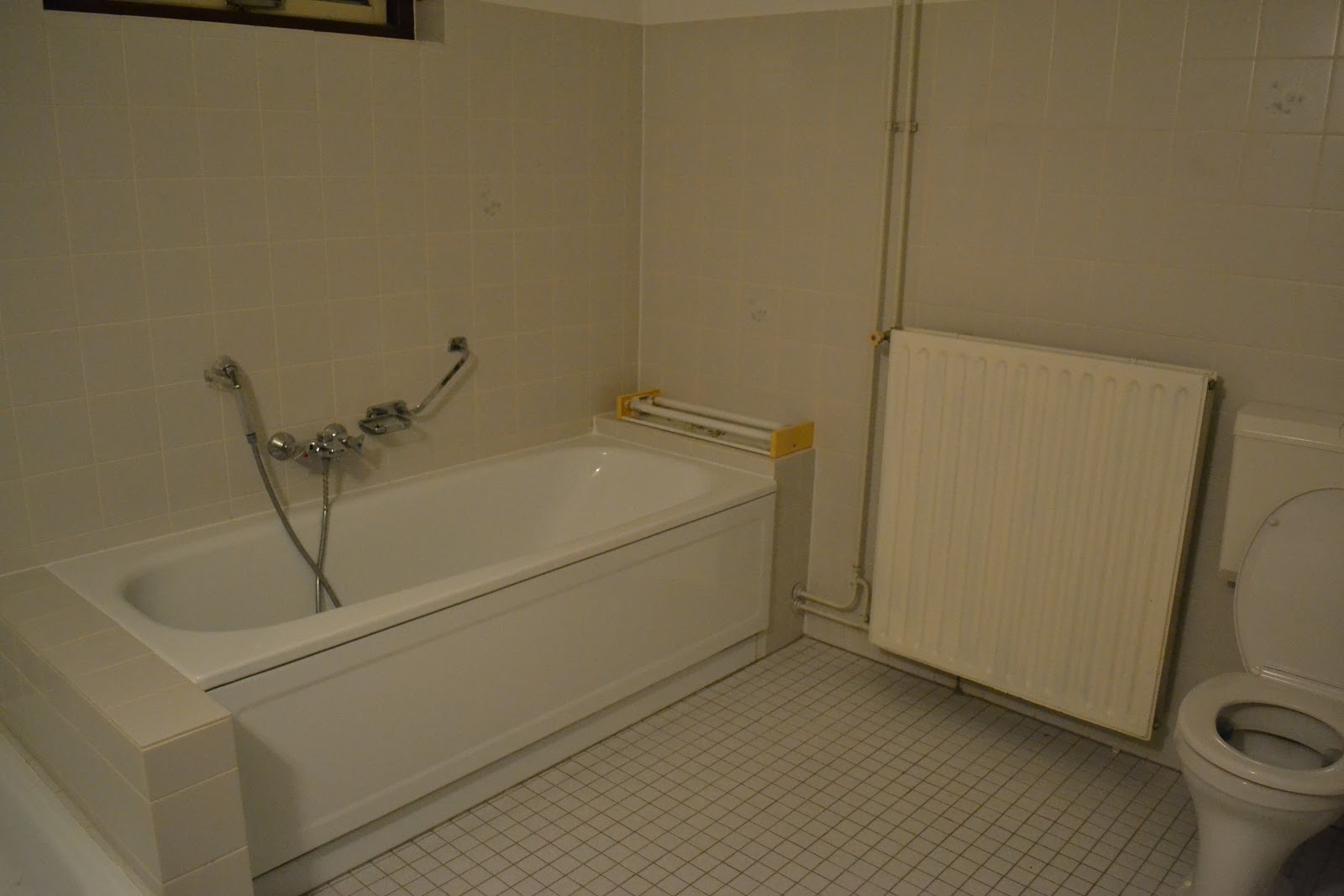 Muurverf Badkamer Kleur : Verven wc tegels: badkamer: wc tegel wc tegelen wc tegels schilderen